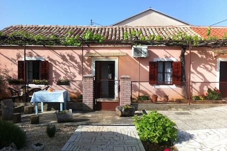 AUTHENTIC ISTRIAN STONE HOUSE - Dom