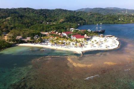 Las Palmas Reef Villa, Roatan - Casa de campo