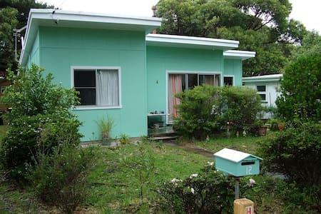 1960's Beach Cottage - Currarong - Casa