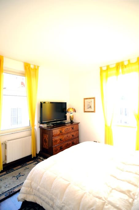 Partial view of the bedroom