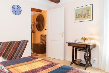 "In love with ""old stones"", we offer a fully separated suite on the ground floor of our town house, of about 25 m2, which has its own hall, bedroom and bathroom with an italian shower.  Saint-Thibery is a quiet village along the river Hérault."