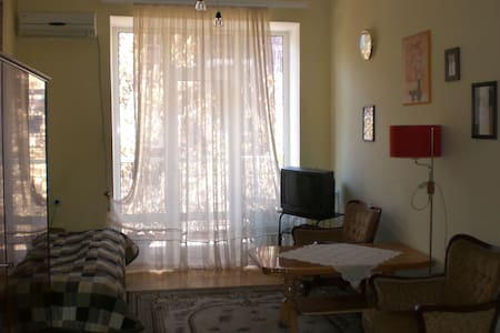 Second Room in Apt Heart of Yerevan - Apartemen