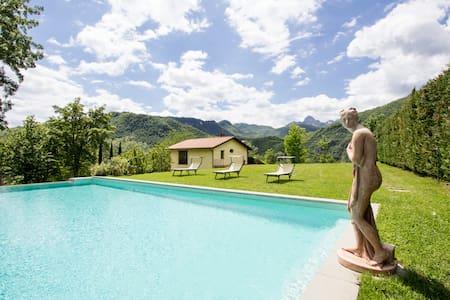 Villa in Tuscany, Lucca (7 sleeps) - Villa