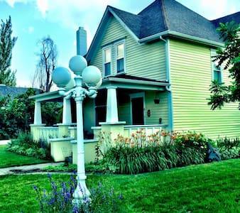 Beautiful Victorian home downtown - Casa