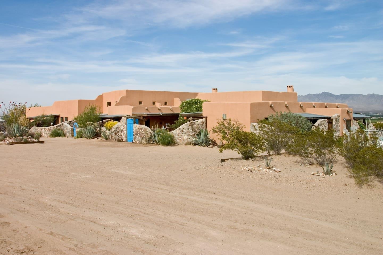 Front exterior of the house - Casa de Suenos B & B