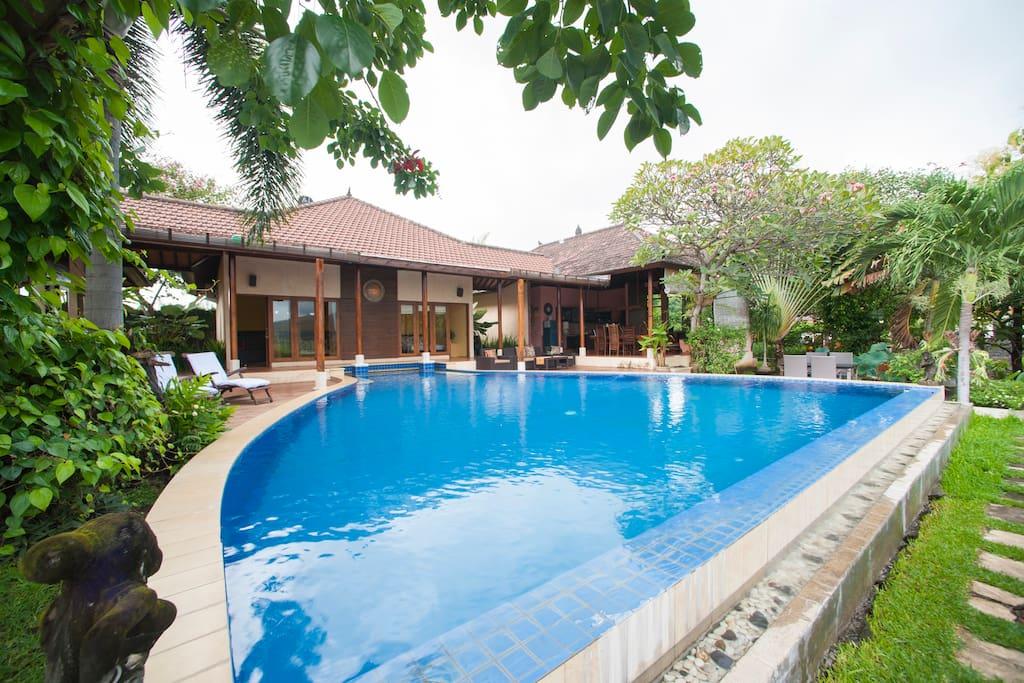 Aruna Villa - 5 bedrooms, Sea View.
