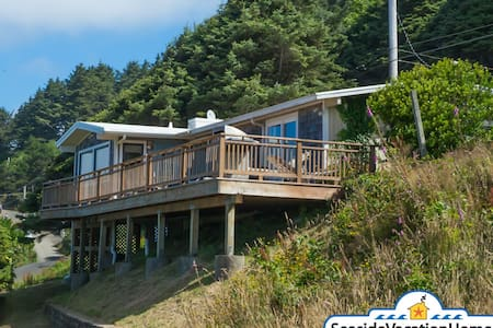 Cannon beach vacation home rentals airbnb for Beach house rentals cannon beach