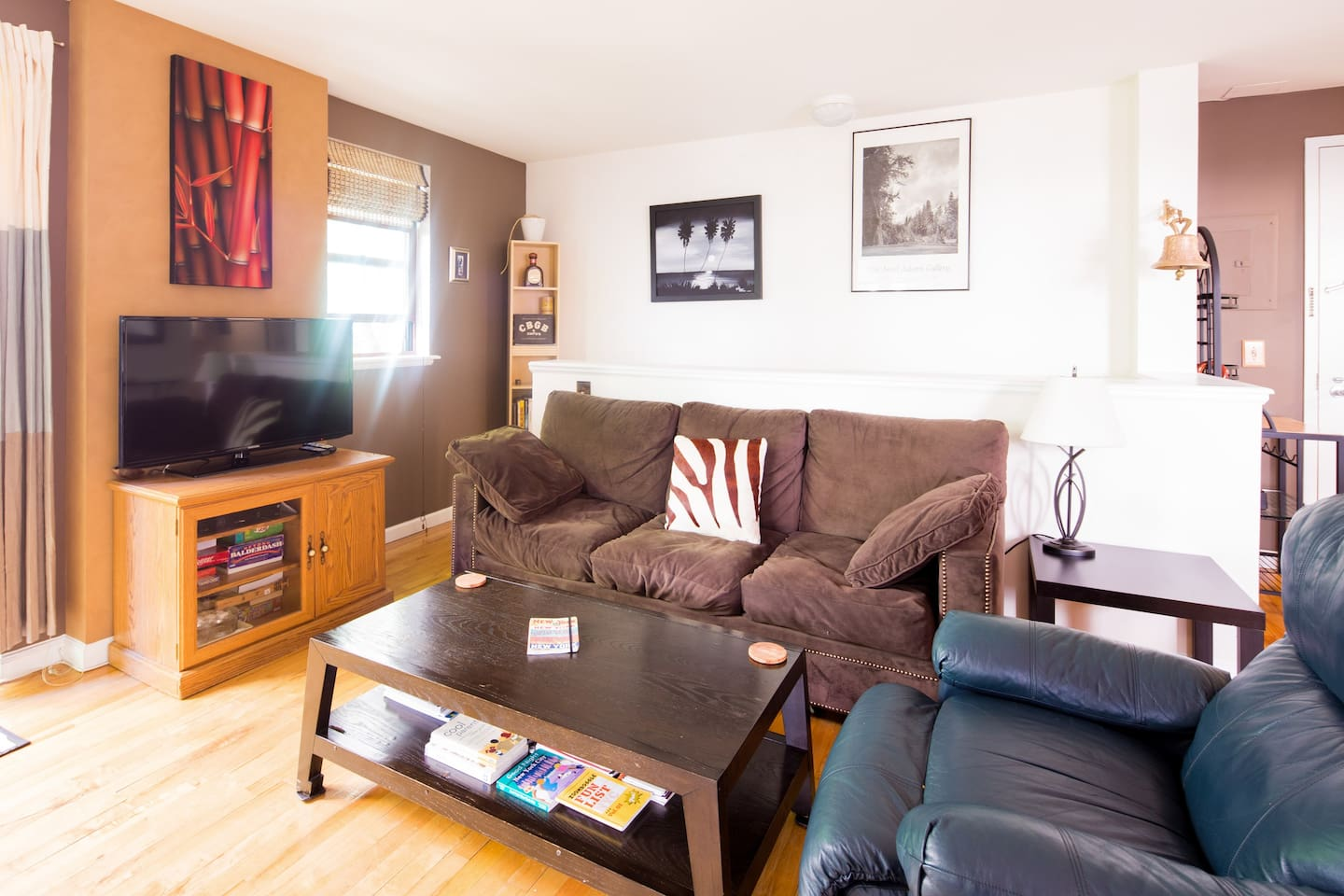 Welcome! Large 1 BR private apartment, sofa pulls out, comfortably sleeping 4 people.