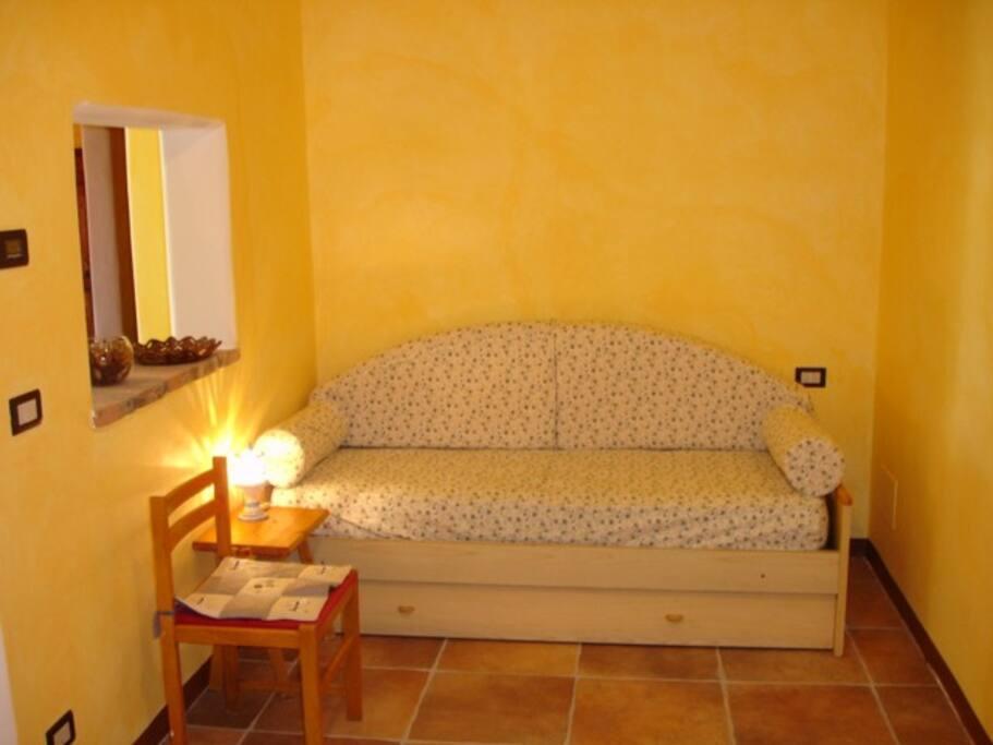 Divano letto con letto estraibile per piccoli ospiti