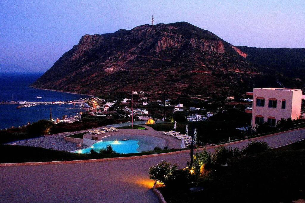 Kefalosbay Residence: view  kamari harbour