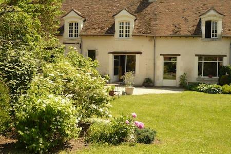 RELAIS DE POSTE AU PORT DE CHAMBORD - Saint-Dyé-sur-Loire - Haus