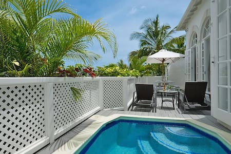 An Exceptionally Appointed Two-Bedroom Villa - Vila