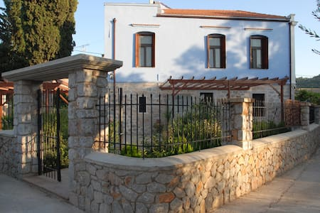 Private TradItional  Room  TOULIPA  - Chios