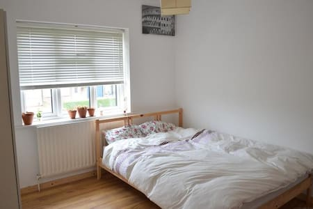 Beautiful Private Room London - House