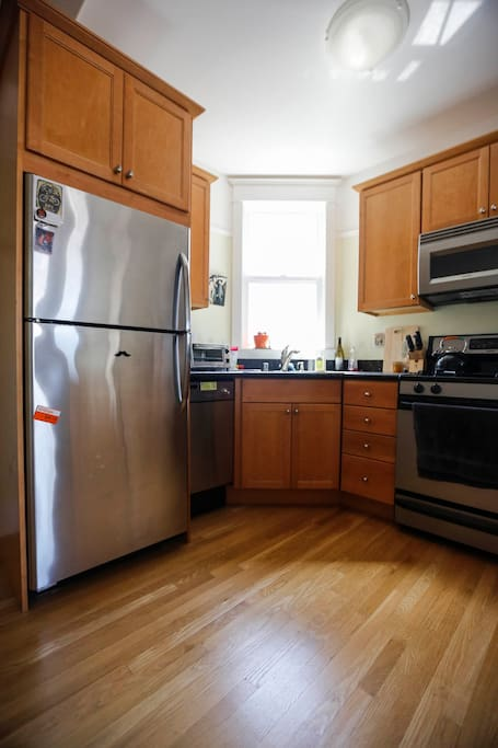 kitchen - feel free to cook if you know how (I don't really cook - too much good food in the neighborhood!)
