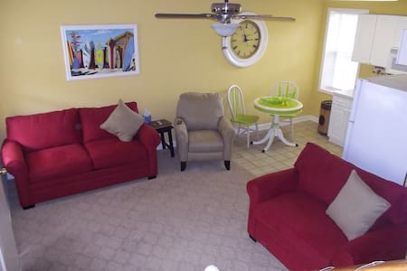 1BR 1BA Townhouse near stuff/beach