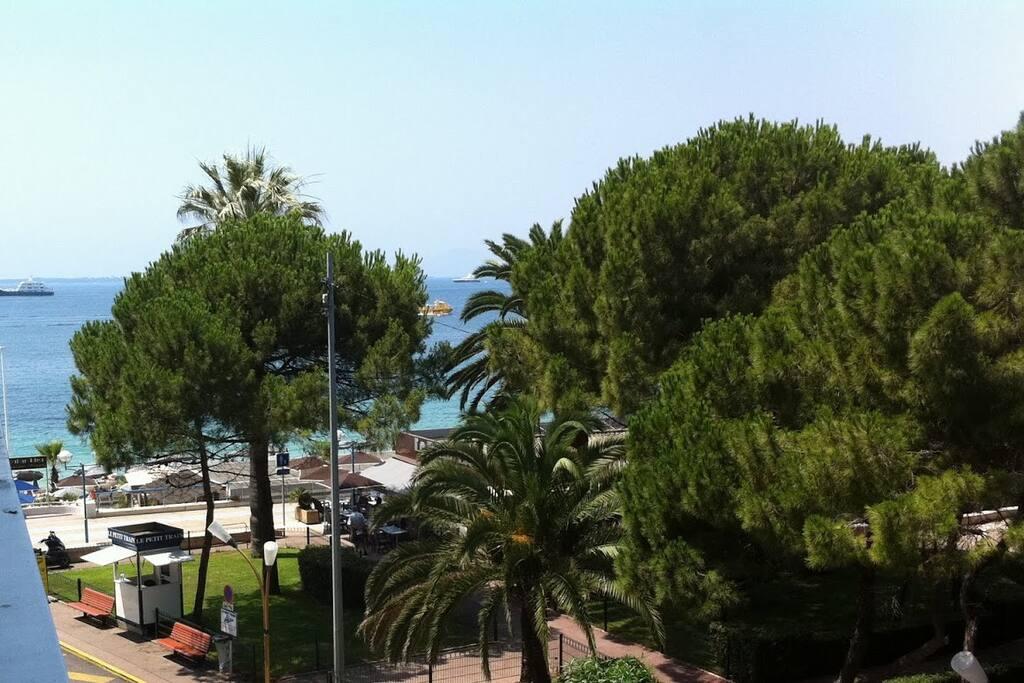 Studio sea views,beach downstairs!