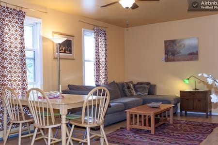Room in Beautiful Townhouse /F