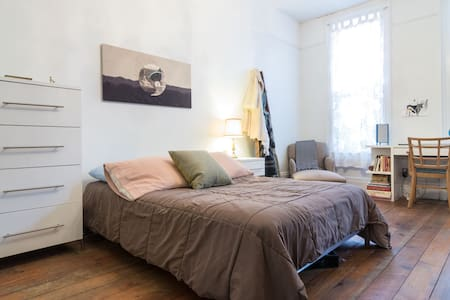 Beautiful + Historic Corktown Home - Apartment