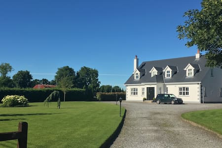 Bright ensuite double/twin + breakfast nr Kilkenny - Huis