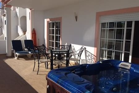 2 BEDROOM APT WITH PRIVATE JACUZZI - Apartemen