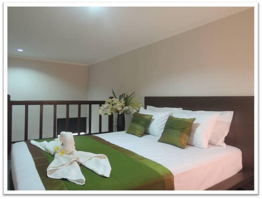Model Mezzanine bagian atas : Bed, AC, Lemari Pakaian