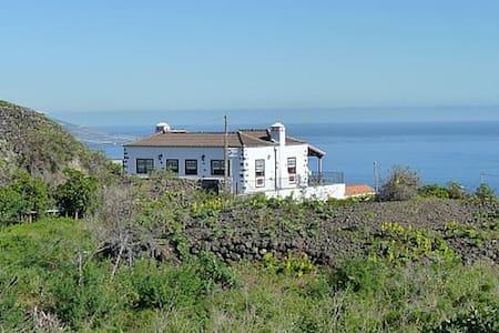 Cottage, volcans, trekking, plage - Maison