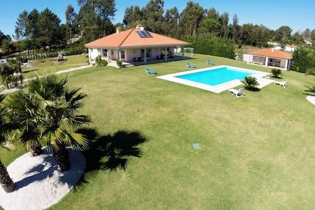 mansao de estilo perto do mar - Vila Fria - Casa de camp