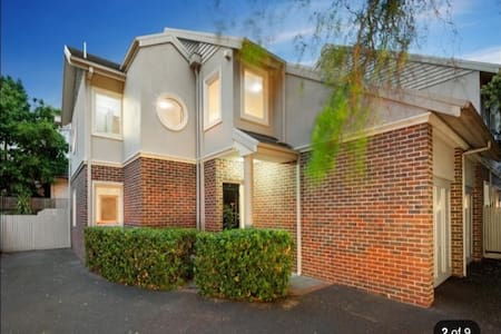 Luxurious Home Away From Home - Caulfield North