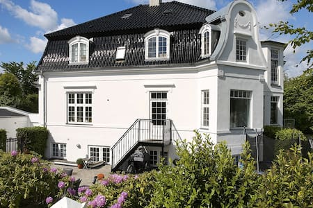 Luxury house next to the beach - Klampenborg