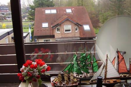 Dreizimmerwohnung mit Balkon - Daire