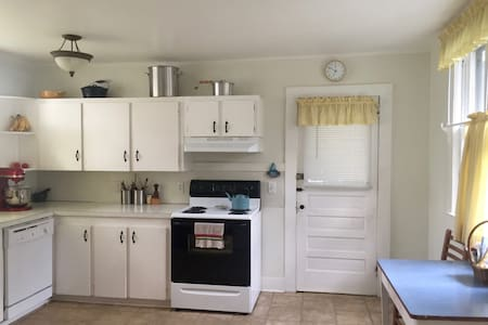 Quiet & Cozy Apt. Downtown (Tree Streets) - Johnson City - Appartement