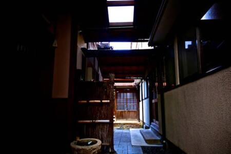 Comfy old guest rm,1MIN frm Station - Fushimi-ku, Kyōto-shi - Hut