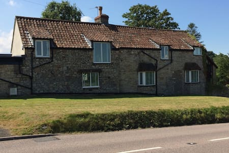 2 Bedroom B&B, Almondsbury - Bed & Breakfast