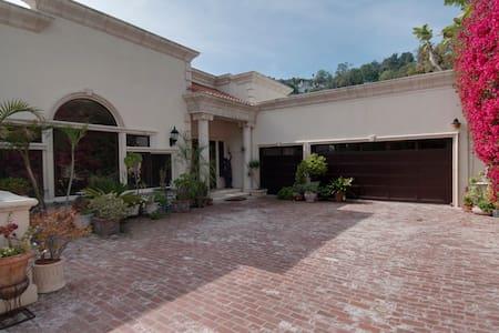 Hollywood Hills Multiview Estate Villa - Vila