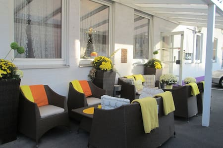 Hotel Attache Frankfurt Airport Raunheim - Raunheim - Bed & Breakfast