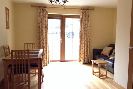 Double bedroom with private bathroom - Cork - Maison