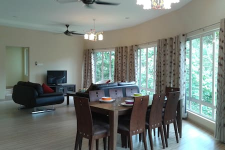 Radiant Retreat's Orchard Villa - Bentong - House