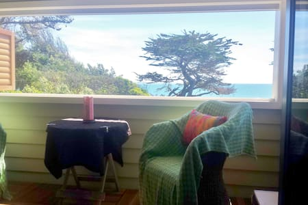 Relax and Unwind at Raumati South - Bed & Breakfast