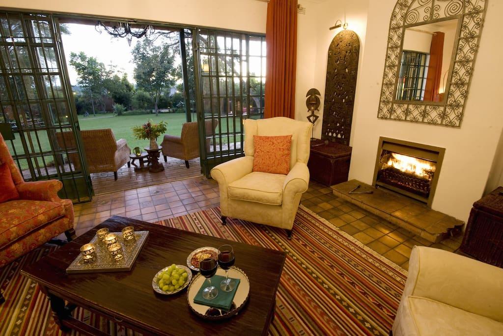 Jacana Gardens Guest Lodge - living