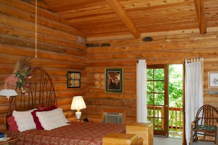 100 ACRE WOOD LODGE & GUIDED TOURS - Salmon - Bed & Breakfast