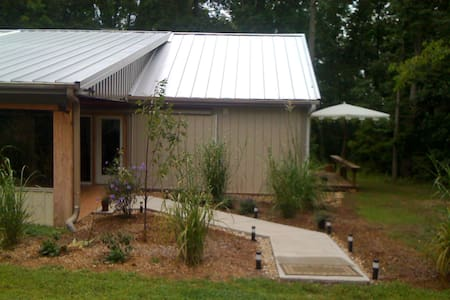 The top 20 nashville vacation cabin rentals airbnb for Cabin rentals vicino a nashville tn