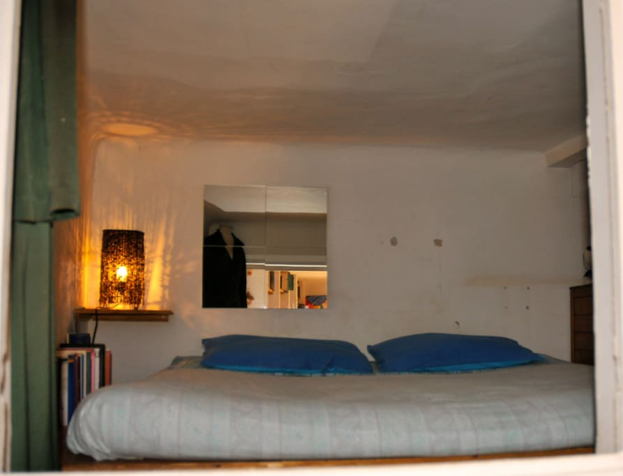 UP LEVEL DOUBLE BED