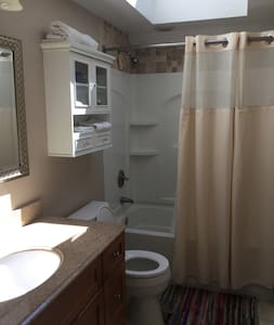 Comfy & Clean Private Room and Bath - Worcester - Casa