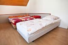 Ein oder Zwei oder Drei-Bett-Zimmer