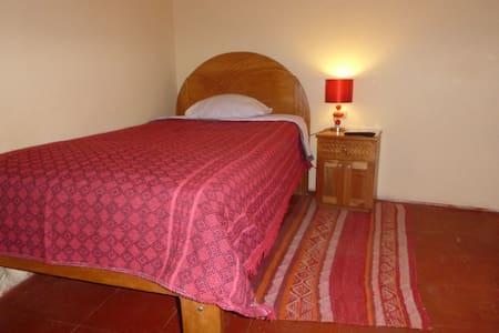 Calendula single room with shared bathroom - Urubamba
