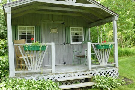 Stay on a Farm in the Finger Lakes - Canadice - Cottage