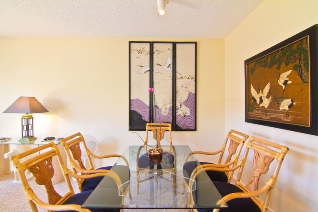 Our Dining room with very comfortable chairs and plenty of space for everyone!