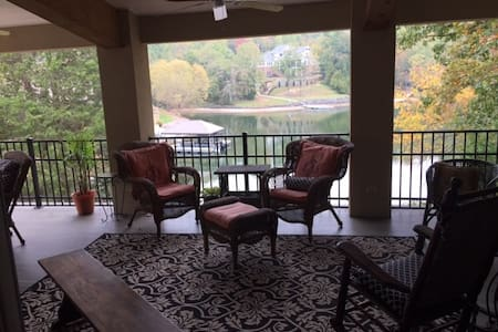 Lakeside Guesthouse near airport - Lake Wylie