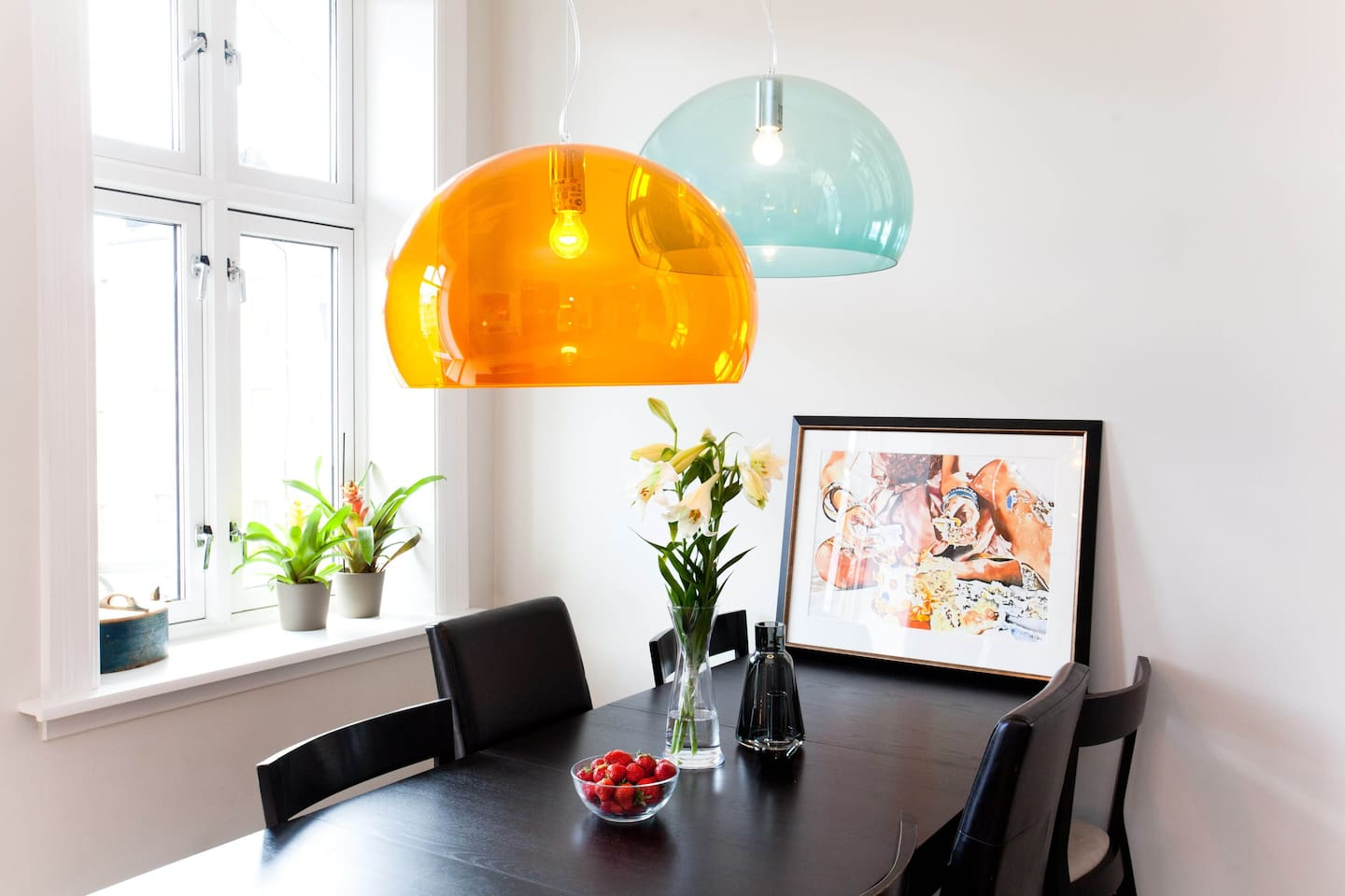 Our bright spacious apartement with two bedrooms, two living rooms, fully equipped kitchen and bathroom in a 19. century building in the heart of Oslo